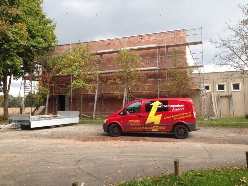 Elektro Alsdorf saniert in Falkenberg die Sporthalle der Astrid-Lindgren-Grundschule